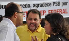 "José Carlos Oliveira (de branco), Gildelson Felício, dois dos ""meninos"", com Nadjara Régis, que sinaliza que deve sair do PSB."