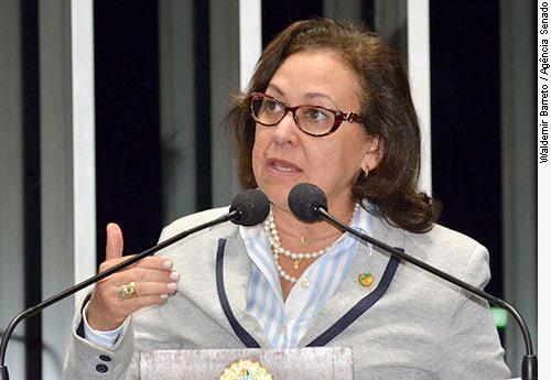 Sessão em comemoração aos 23 anos da promulgação da Constituição Federal e da criação dos estados do Amapá, Roraima e Tocantins: senadora Lídice da Mata (PSDB-BA)