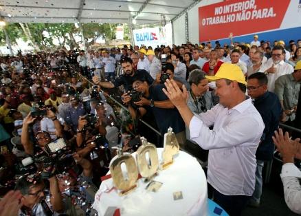 Governador comemora 400 viagens ao interior